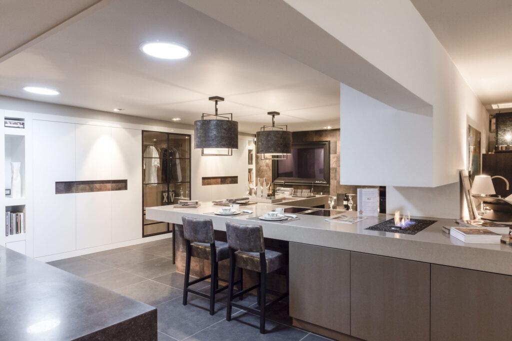 Interieurfoto van luxe keuken in natureltinten - Conntext