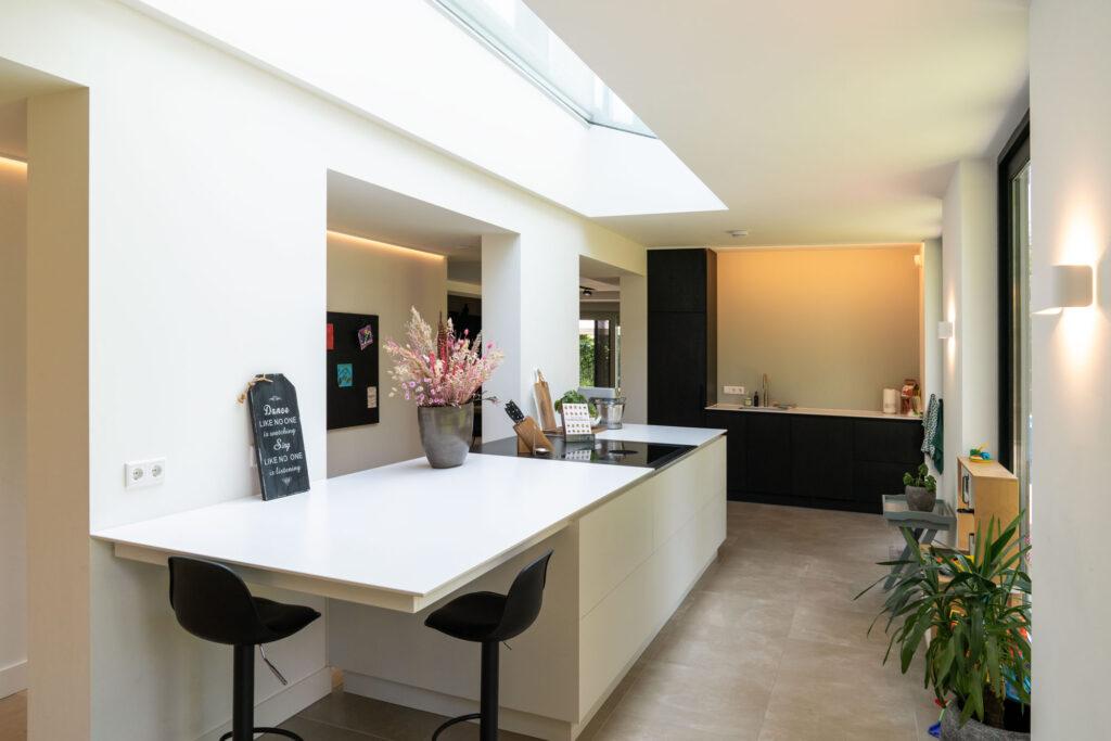 Interieurfoto van maatwerk keuken in luxe woning - Conntext