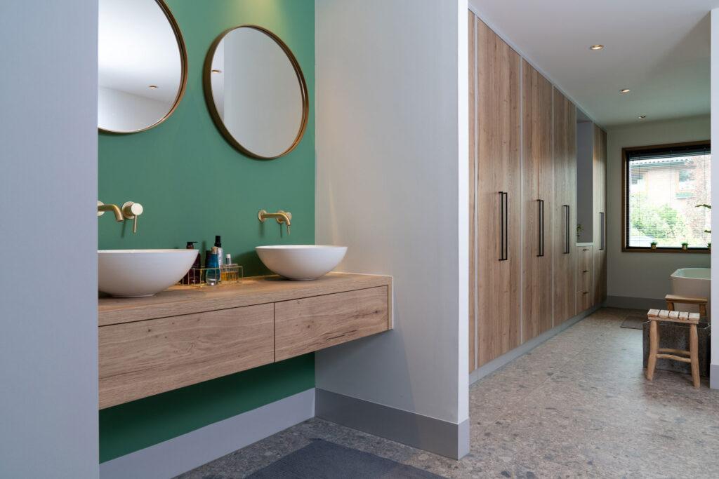 Interieurfoto van maatwerk badkamer in luxe woning - Conntext